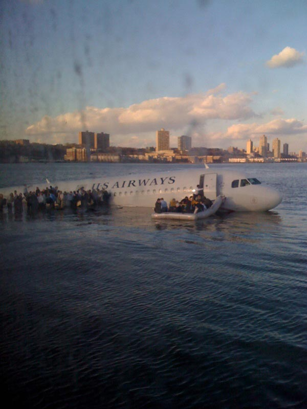 Flugzeug Stürzt In Den Hudson River Erste Bilder Unter Cc Lizenz